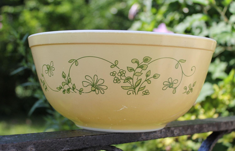 Pyrex Shenandoah Nesting Bowl #403