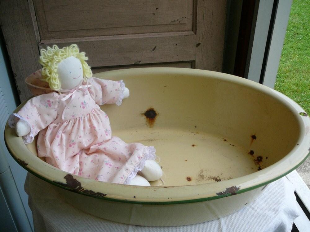 vintage enamel pan baby bath tub in cream and by. Black Bedroom Furniture Sets. Home Design Ideas
