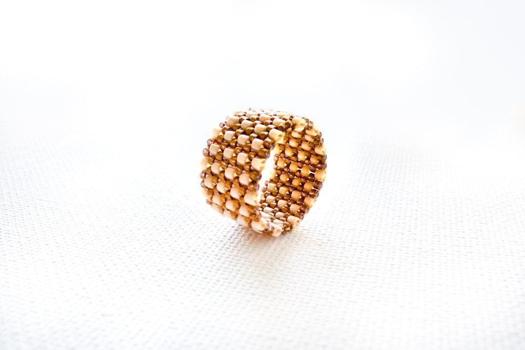 Rustic wedding custom band ring. Cream bronze textured fashion jewelry. Stripe vintage look - CallOfEarth