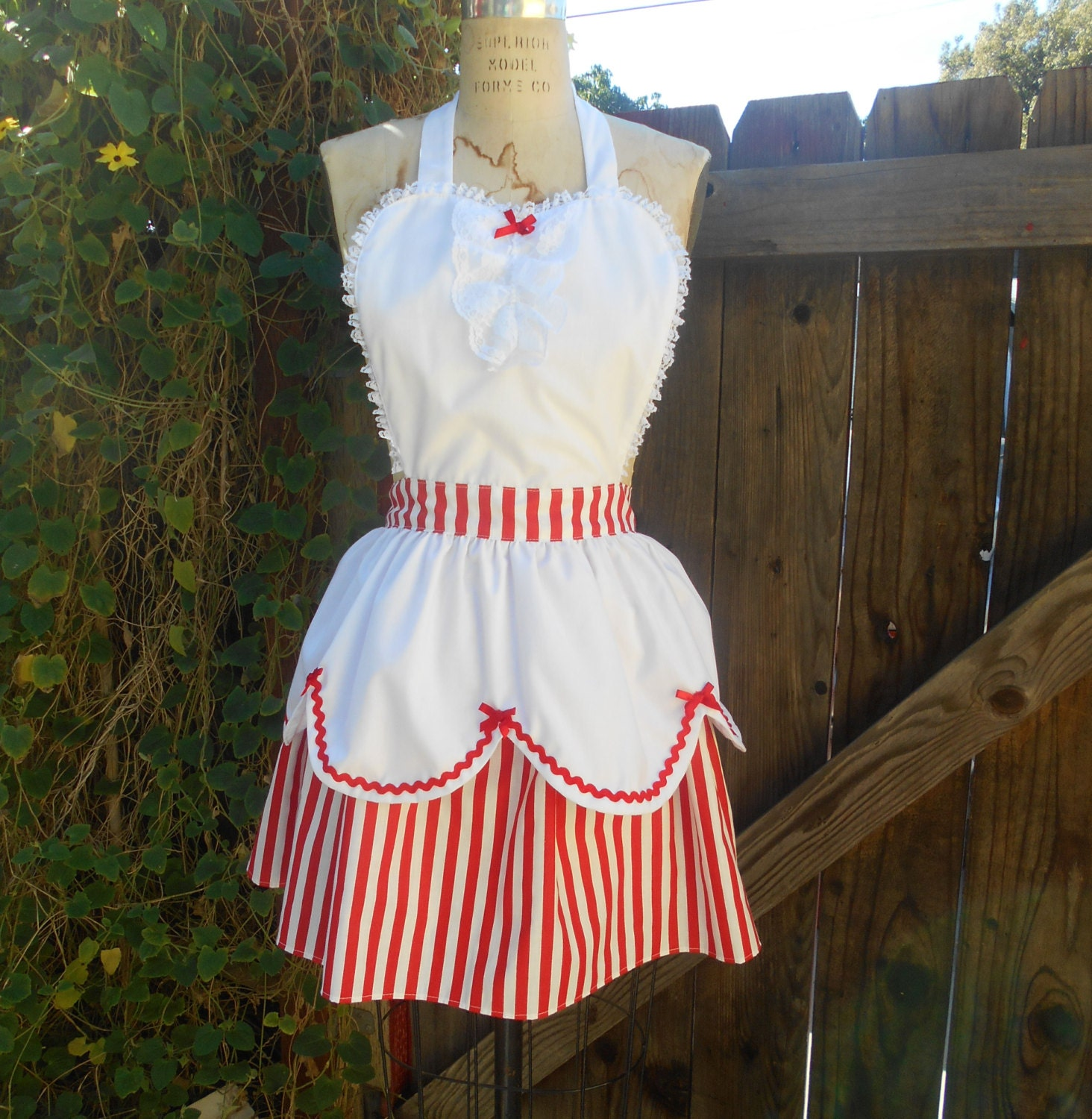 MARY POPPINS apron style  womens full Apron holly jolly apron  from Lover Dovers $42.00 AT vintagedancer.com