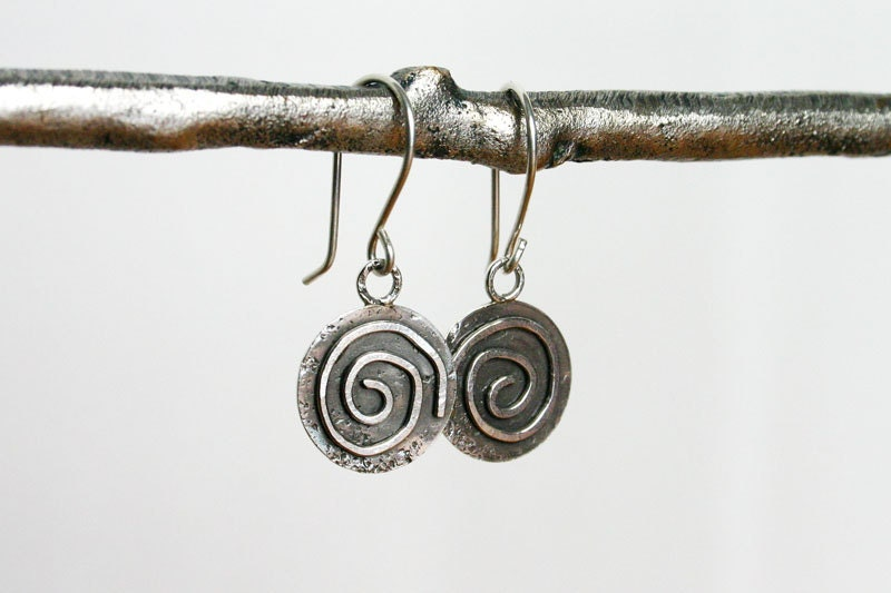 Spiral earrings. Silver disk earrings. Simple silver earrings. - JaneFullerDesigns