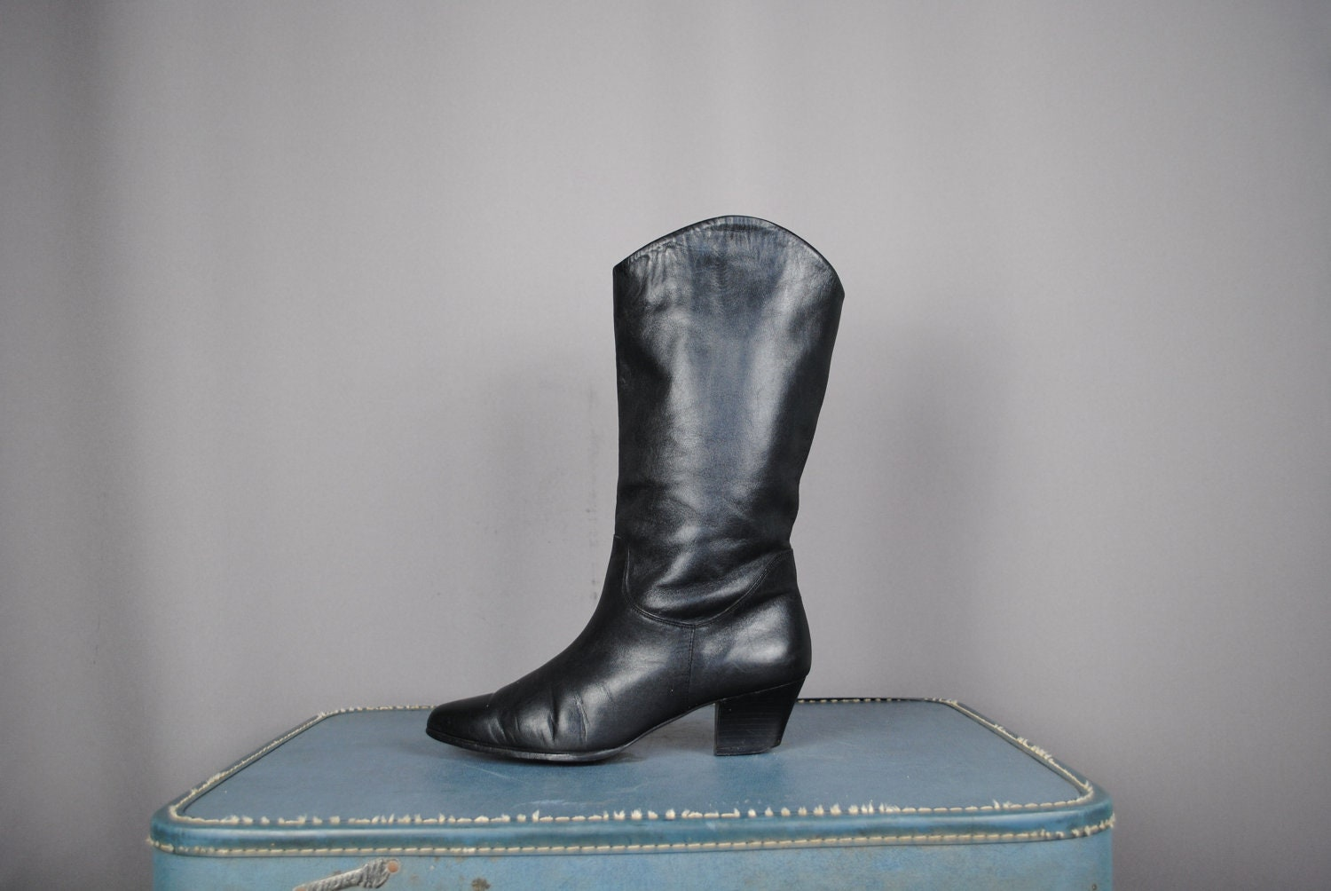 kitten heel black leather boots s size 8 by