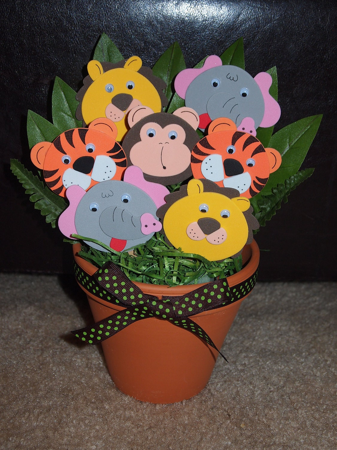 Adorable jungle theme baby shower or by homemadepartyfinds for Baby shower jungle theme decoration ideas