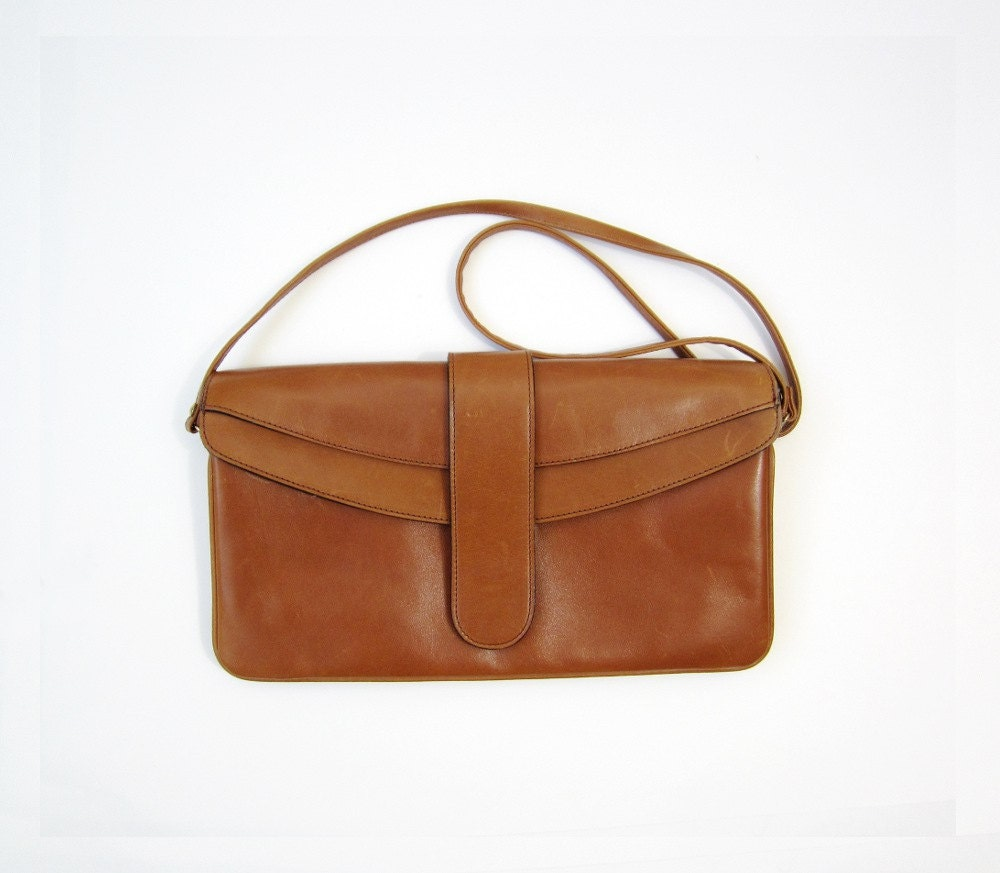 1970's Tan Shoulder Clutch Bag - OiseauVintage