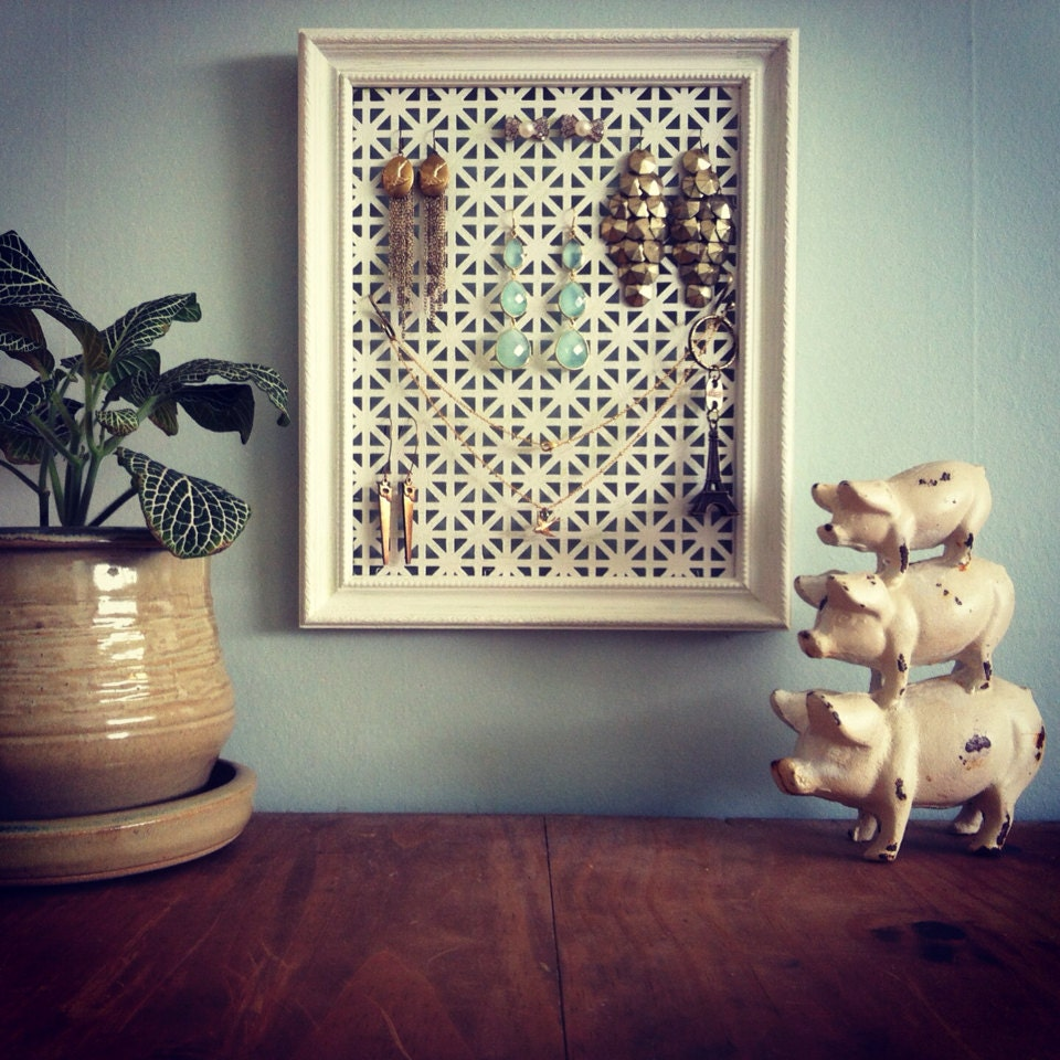 Custom Jewelry Display Frame: Vintage Picture Frame Jewelry Display By Thehunibee On Etsy