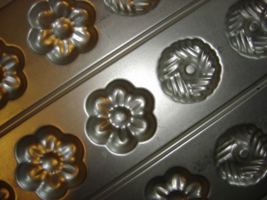 ... - Vintage 1985 Wilton Candy Cookie Mold English Tea Classic Flowers