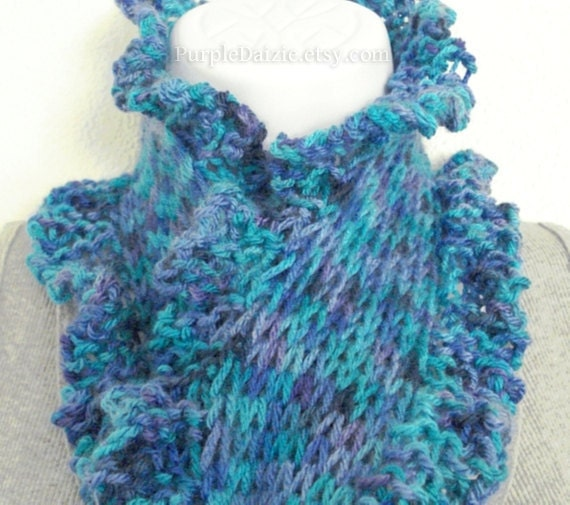 Frilly Knit Scarf Pattern : Knitted Scarf Pattern With Ruffle Edge