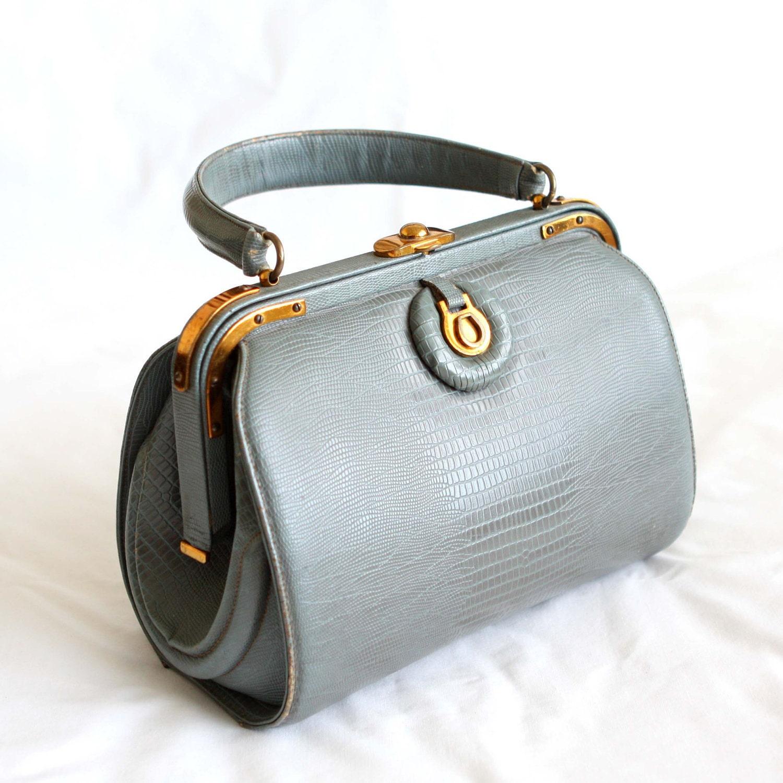 Vintage style handbag trying eliminate