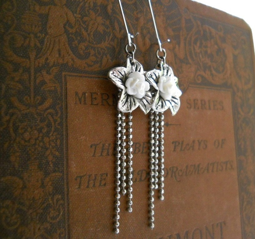Victorian Style Bridal Jewelry, White Earrings, Floral, Antiqued Silver, Rose, Sparkle Chain, Vintage Fashion, Wedding - ChelseaGirlDesigns