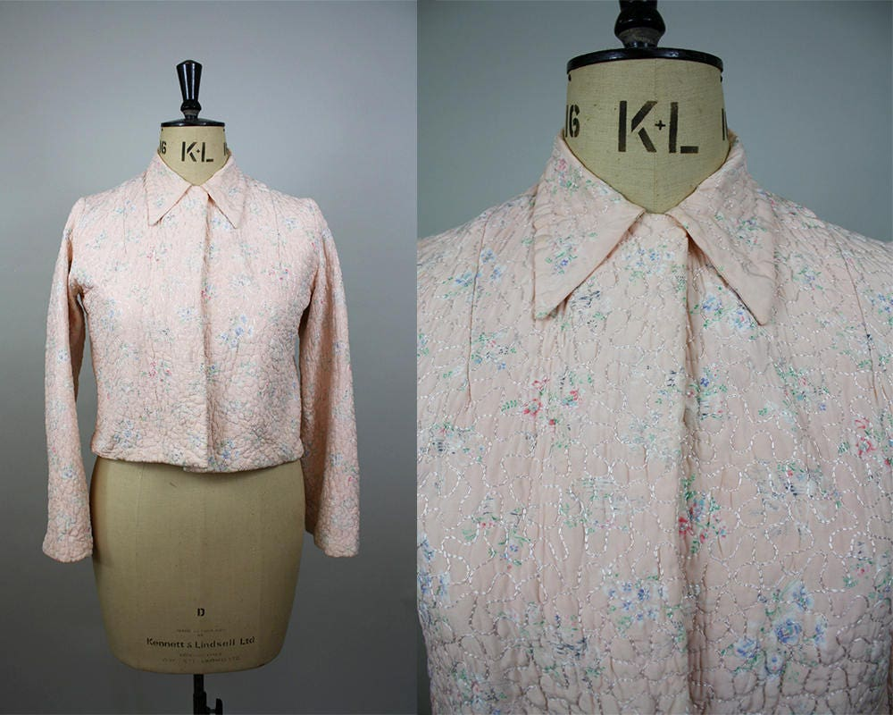 1940s Quilted Bed Jacket  40s Pink Jacket  Floral Print  Long Sleeved  Size Large  M L XL
