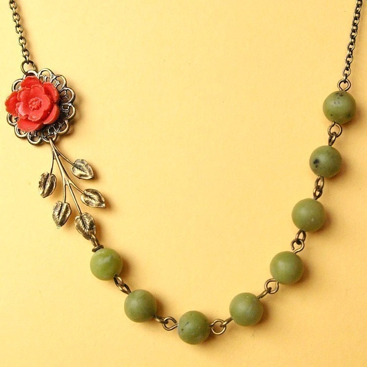 Jardin vintage coral flower and jade necklace by luxedeluxe for Jardin necklace