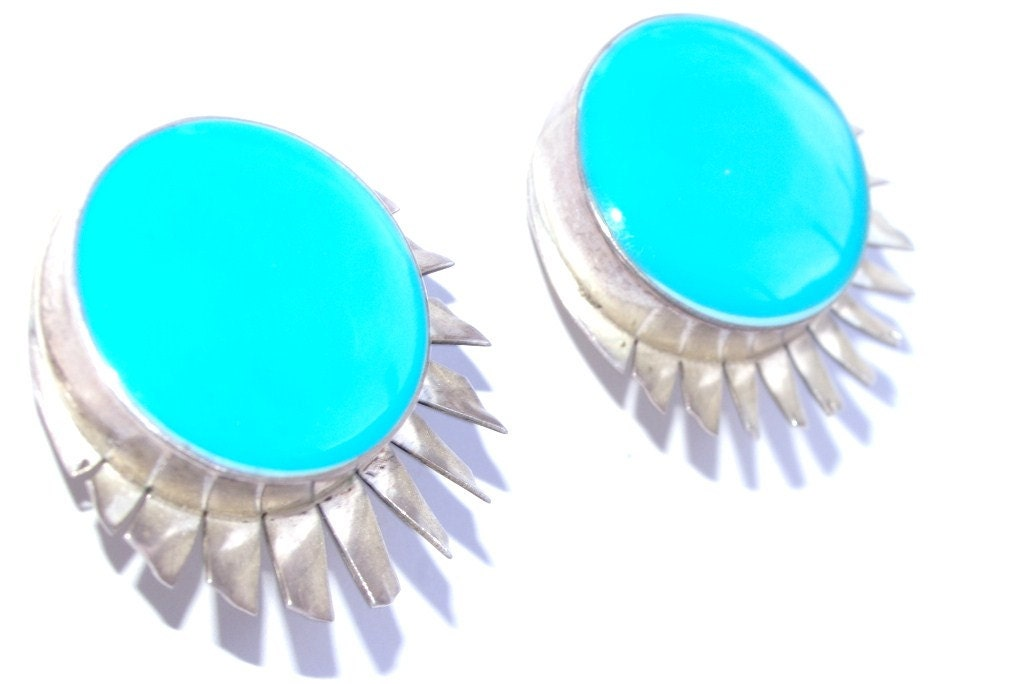 Silver Earrings Retro Mexican Aztec Turquoise Silver Enamel Fan Tail Oversize Round 1980s Earrings - RosemyneVintage