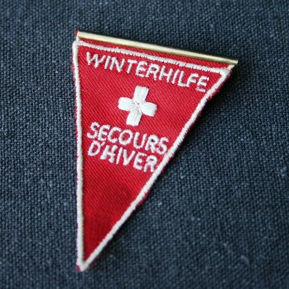 Swiss winter rescue red cross brooch - MademoiselleChipotte