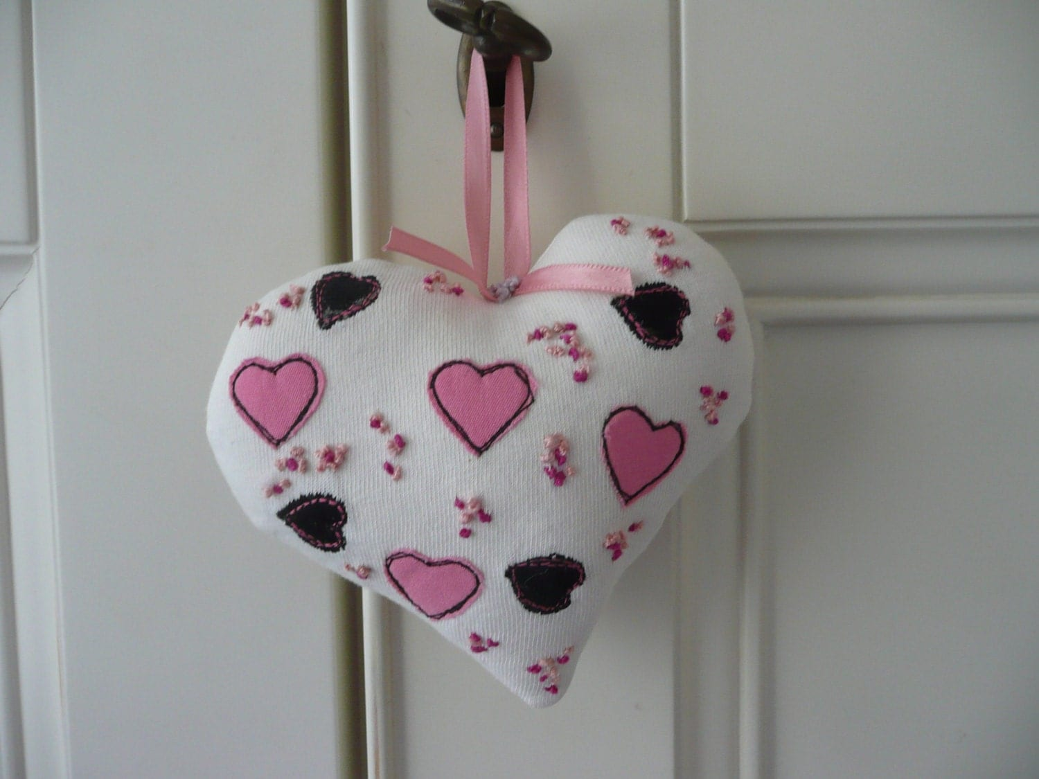 Embroidered Fabric Heart Padded HeartApplique Pink Hearts Hanging Heart Fabric Door Hanger Gift for Mother New Home Gift Wedding Gift