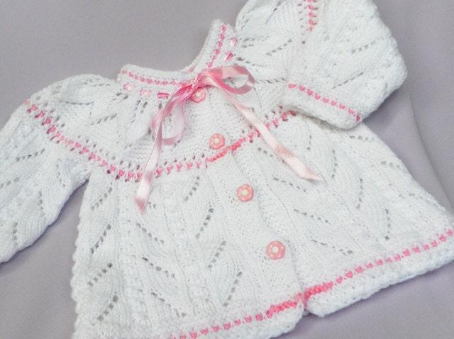 دست کشباف ، ژاکت کش باف پشمی کودک نرم سفید با یک بشقاب زیبا از برگ