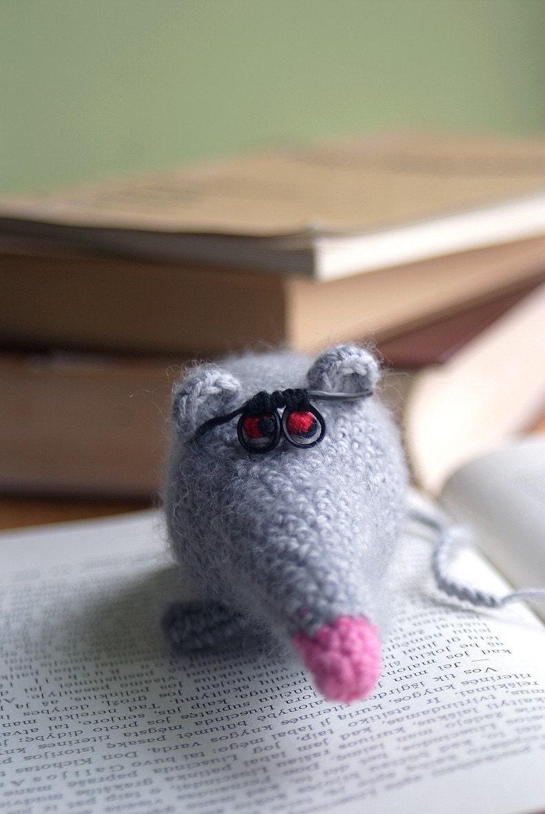 Amigurumi Receitas Portugues : Items similar to Amigurumi Rat with removable Eyeglasses ...