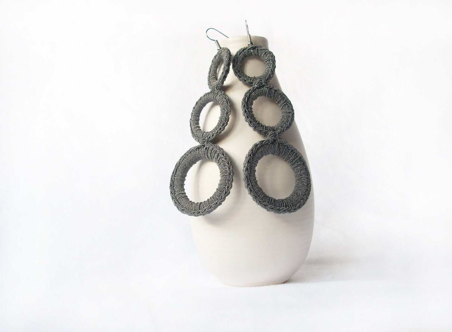 Modern grey earrings crochet. Handmade textile jewelry by Aliquid - AliquidTextileJewels