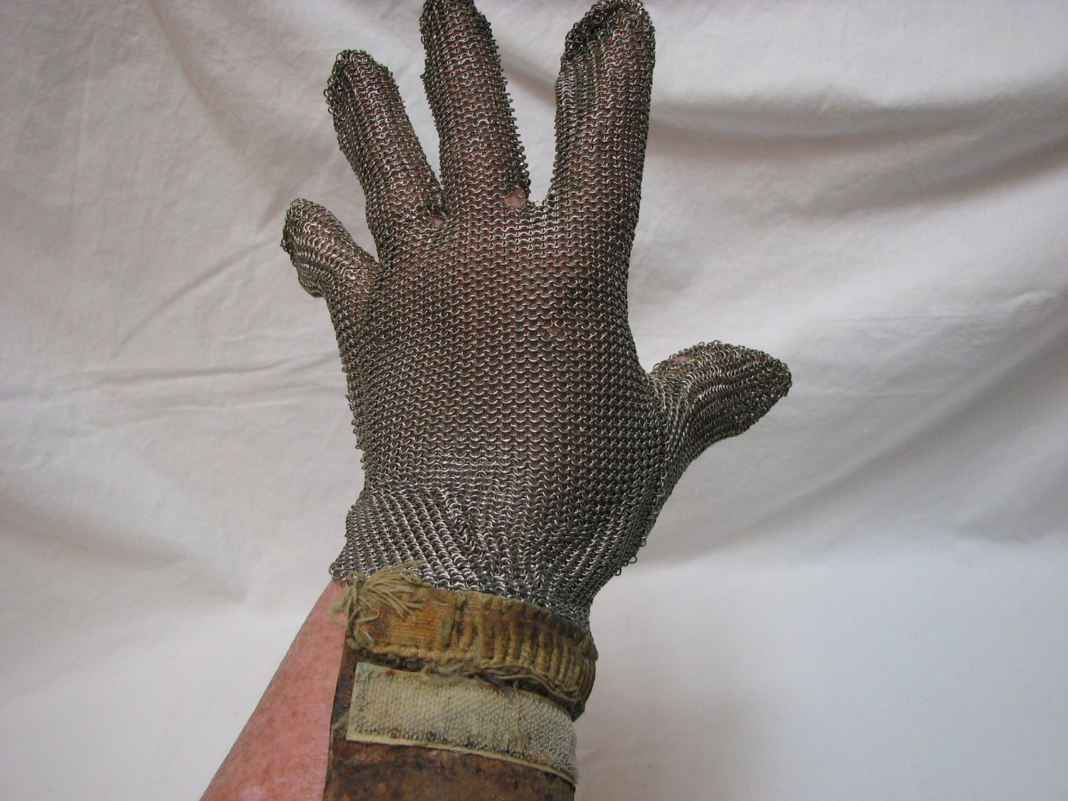 Rare vintage chain mail glove steampunk by thelongacreflea for Miroir des modes 427