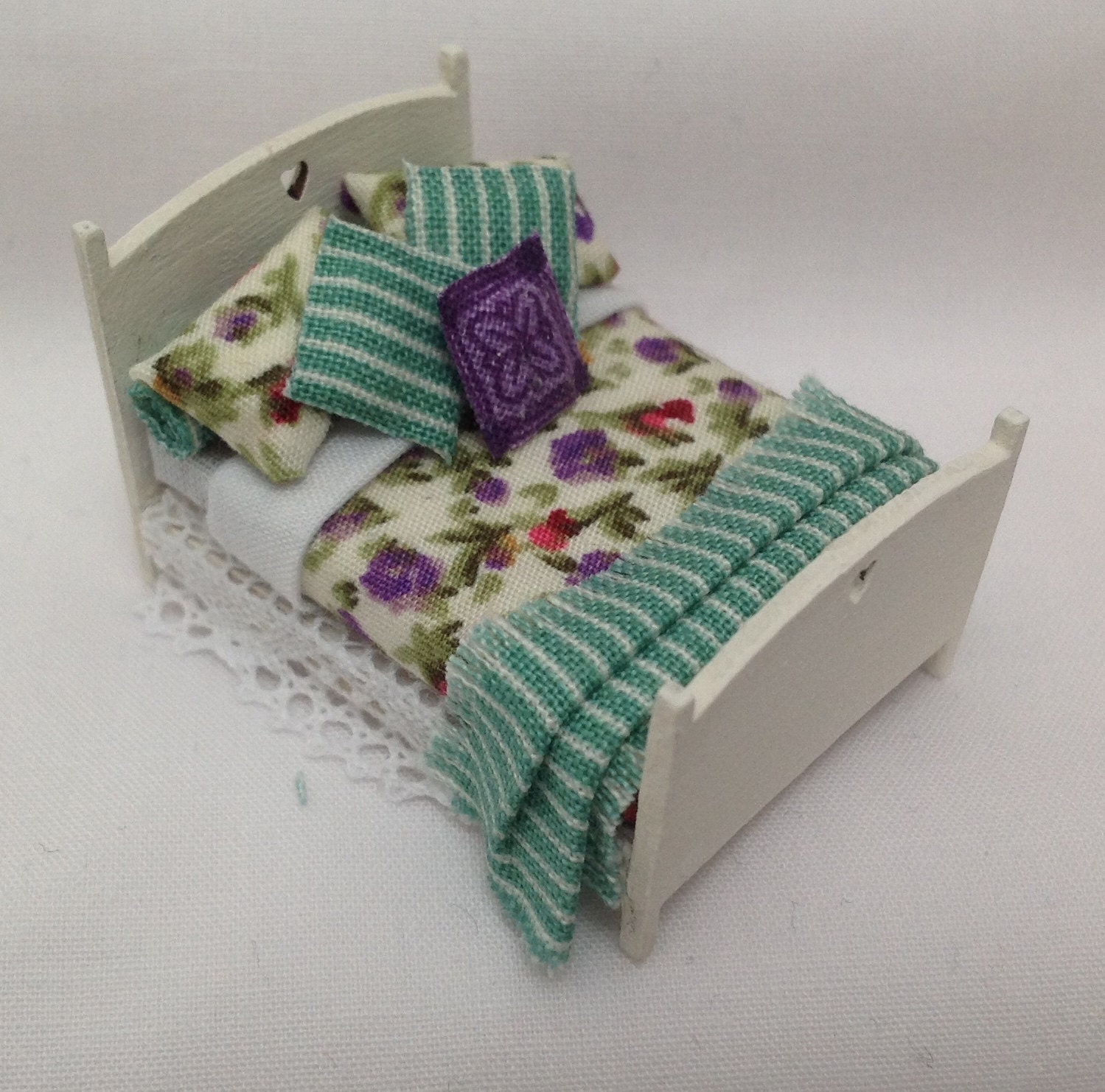 Dolls House Miniatures  Hand Painted Floral Green Bed (148th 148 Quarter Scale )