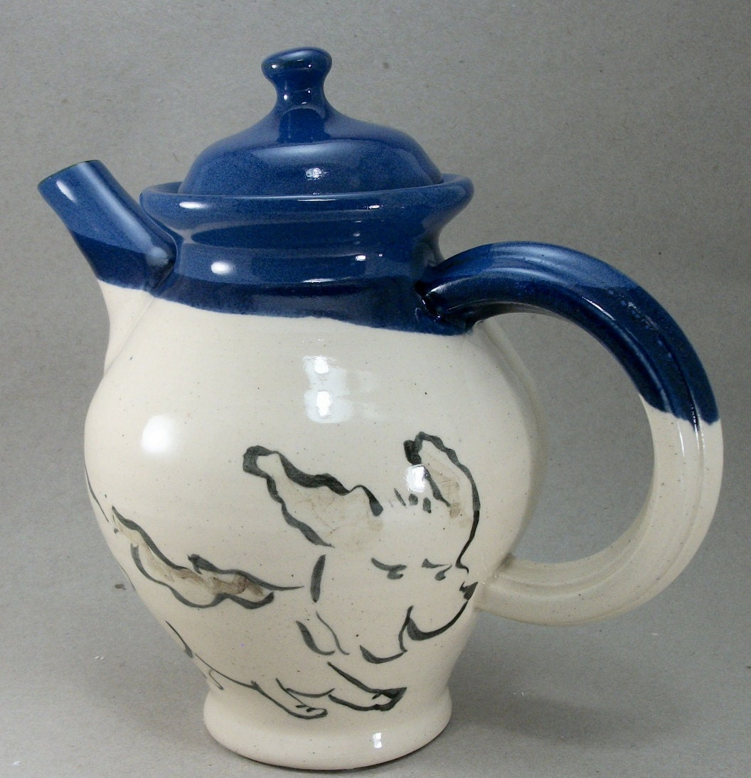 dog and cat teapot