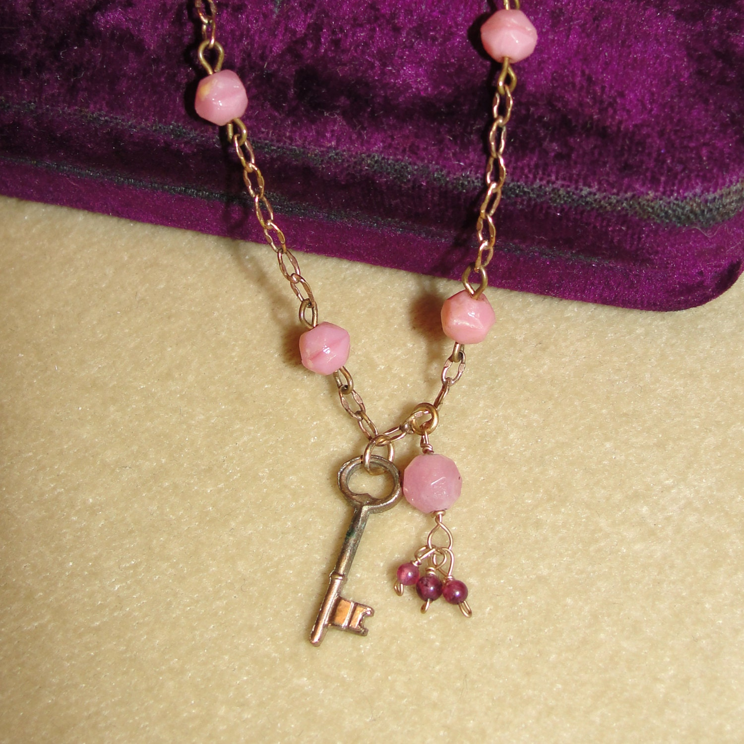 L'Occasion se Trouvera Necklace by NavareJewelry on Etsy :  necklace pink beads vintage delicate