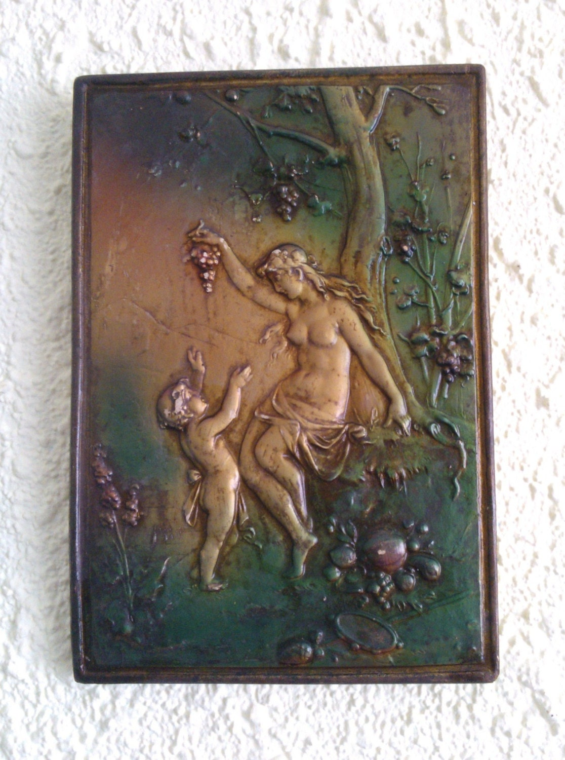 Wall decoration - Woman with child - yonnimagazine