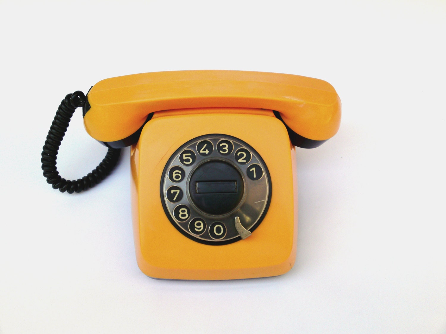 Vintage soviet union rotary phone TA-600 yellow rotary telephone rustic home decor bell made in Europe rotary dial phone rare collectibles