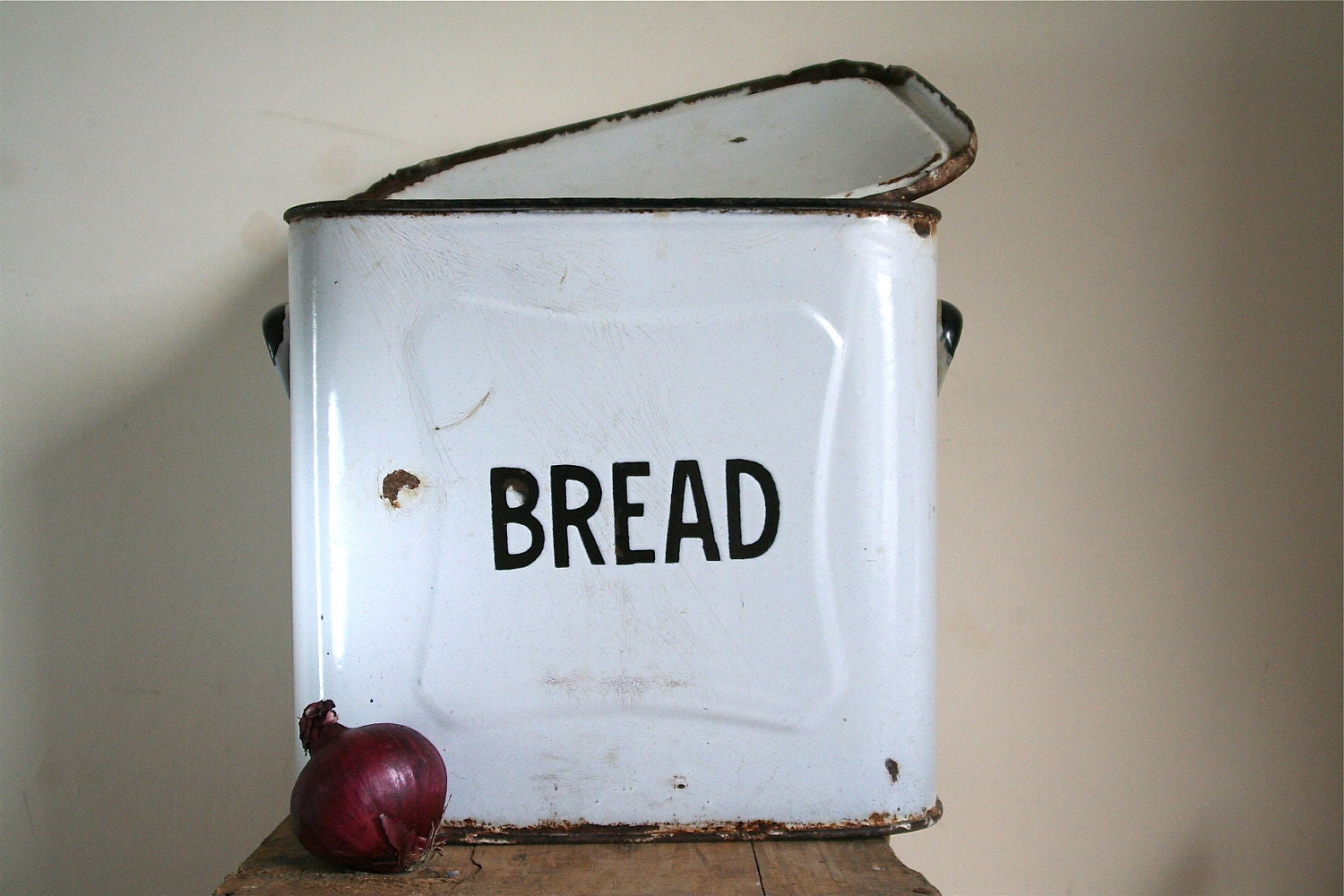 RESERVED for TEALE Vintage Enamel Bread Box / by GaloreGalore