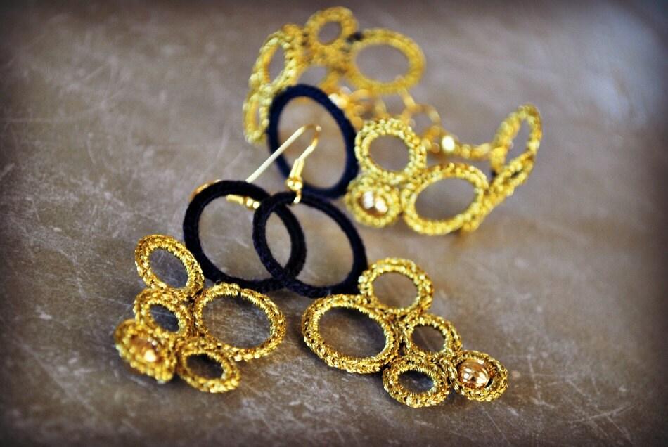 Серьги и браслет.  На заказ.  Вязание Легкий ювелирные изделия.  Золото и синий