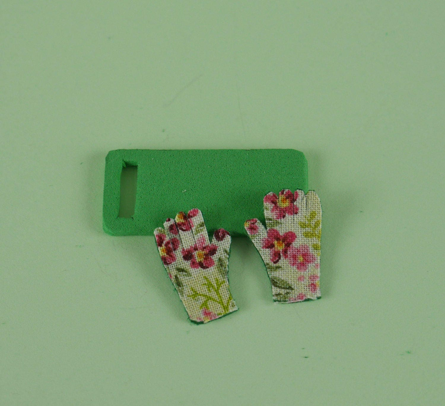Floral Ladies Gardening Gloves and Green Kneeling Pad   112 or 112 Scale Dollhouse Miniature Potting Bench Garden Shed Greenhouse
