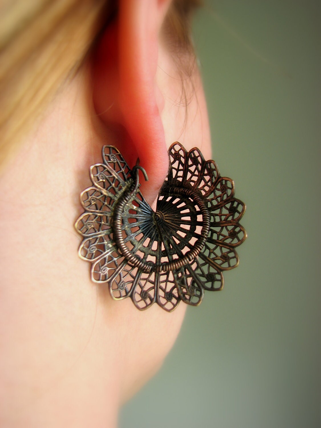 Fan shaped revamped filigree titanium dangle earrings