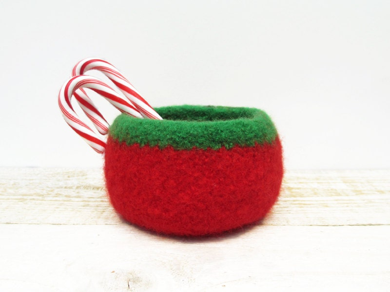 Felted Christmas Bowl - Red Green, Holiday Decor, Candy bowl, Hostess, Teacher Gift, Knitted bowl - deboraBstudio