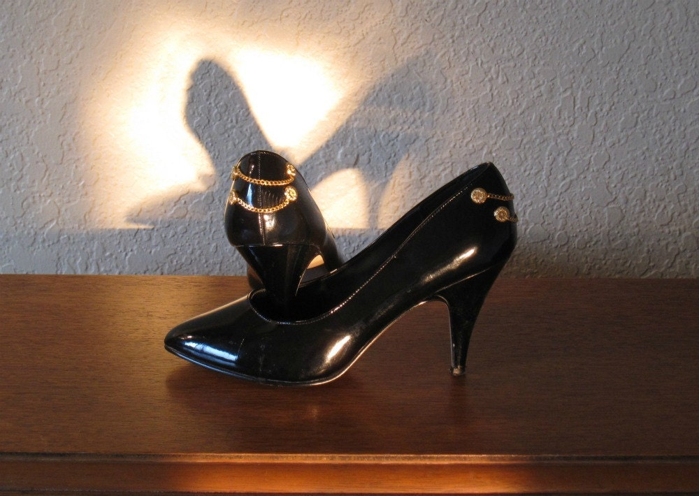Vintage 80s Sexy Black Patent High Heel Pumps with Gold Buttons and Chains - Size 7