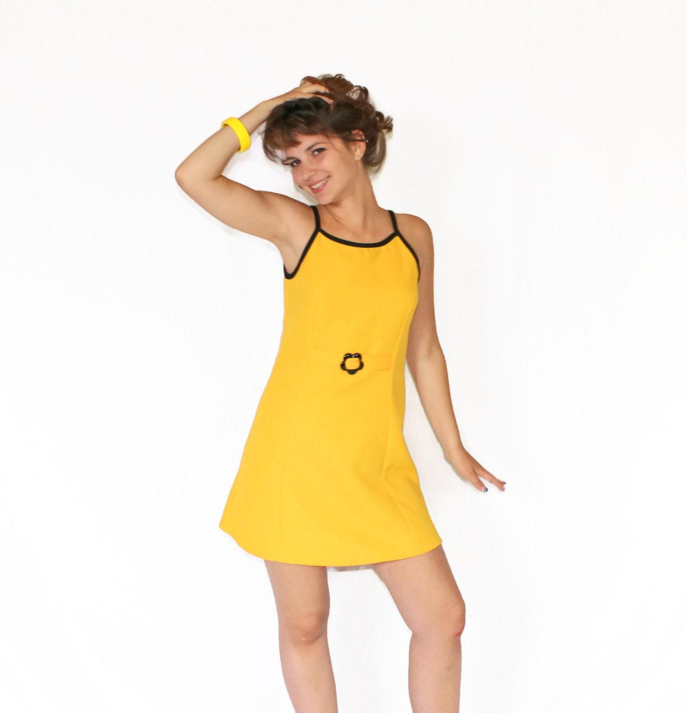 70s Yellow Sundress. Size Medium. Mini Dress Yellow Black Dress. A Line Summer Dress. Beach Coverup. Mad Men Fashion - ChickClassique