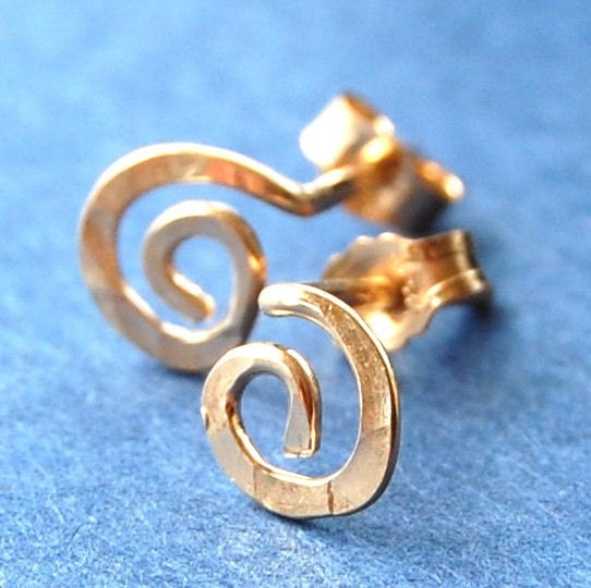 Earrings studs gold