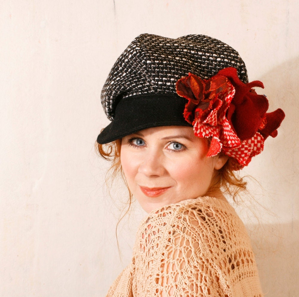 Black red hat Black newsboy hat Gypsy hat Black cap Black hat Christmas accessory Woman gift Wool hat Winter hat Tweed cap Black wool hat