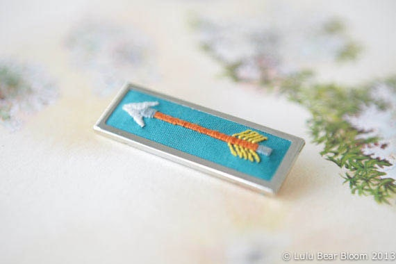 Hand Embroidered Orange and Emerald Arrow Brooch Pin - LULUBEARBLOOM
