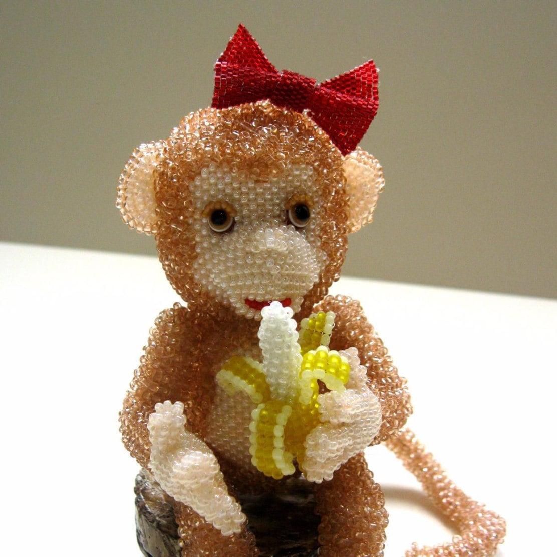 Брошь обезьянка из бисера мастер класс