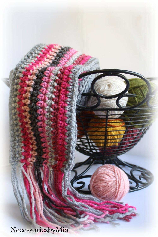 قلاب دوزی روسری دلپذیری در Pinks N های خاکستری