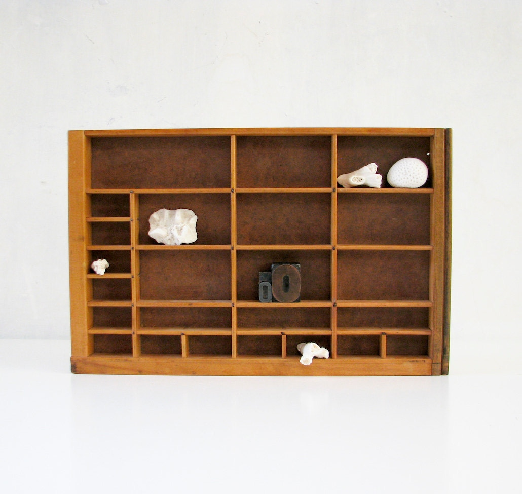 vintage wood display box small collectible display by. Black Bedroom Furniture Sets. Home Design Ideas