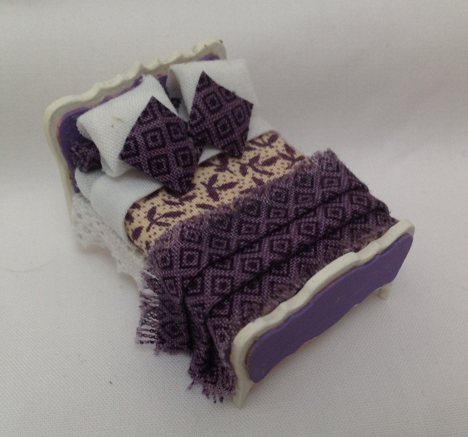 Dolls House Miniatures  Hand Painted Pretty Purple and Cream Bed (148th  148  Quarter Scale )