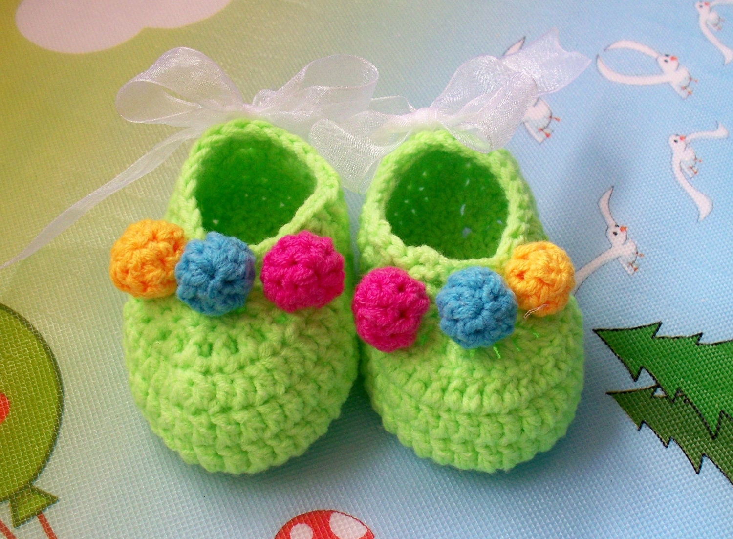 Baby booties with colorful balls