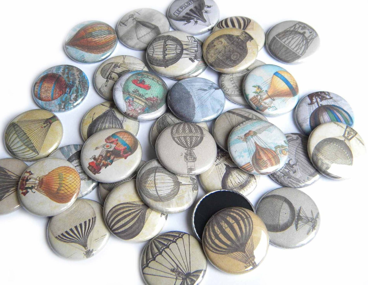 Buttons - Vintage Hot Air Balloons  (Set of 20) - buttonsandbadges