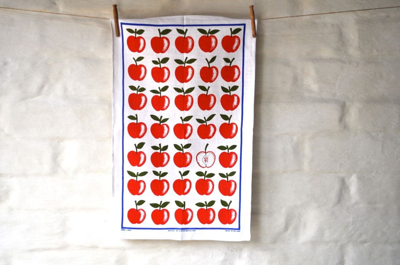 Red Apples graphic 1970's Vintage Retro Linen Tea Towel Kitchen