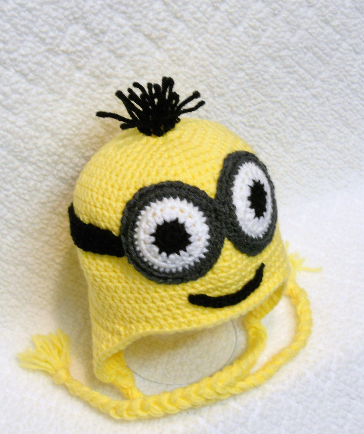 Yellow Minion DIY Hair, Hats and Makeup Ideas Turning yourself into a silly yellow minion requires a minion costume and goggles, along with a way to turn your face and head yellow using yellow makeup and some way to do minion hair to complete the costume.