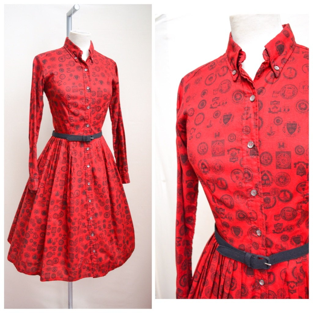 1950s Red novelty university print emblem shirt dress  50s shirtwaister  XXS XS