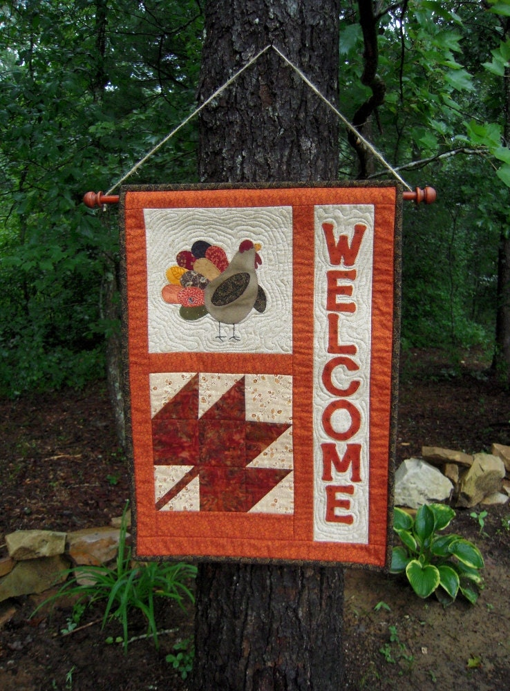Quilted wall hanging door banner quilt by sewsouthernquilts for Front door quilt pattern