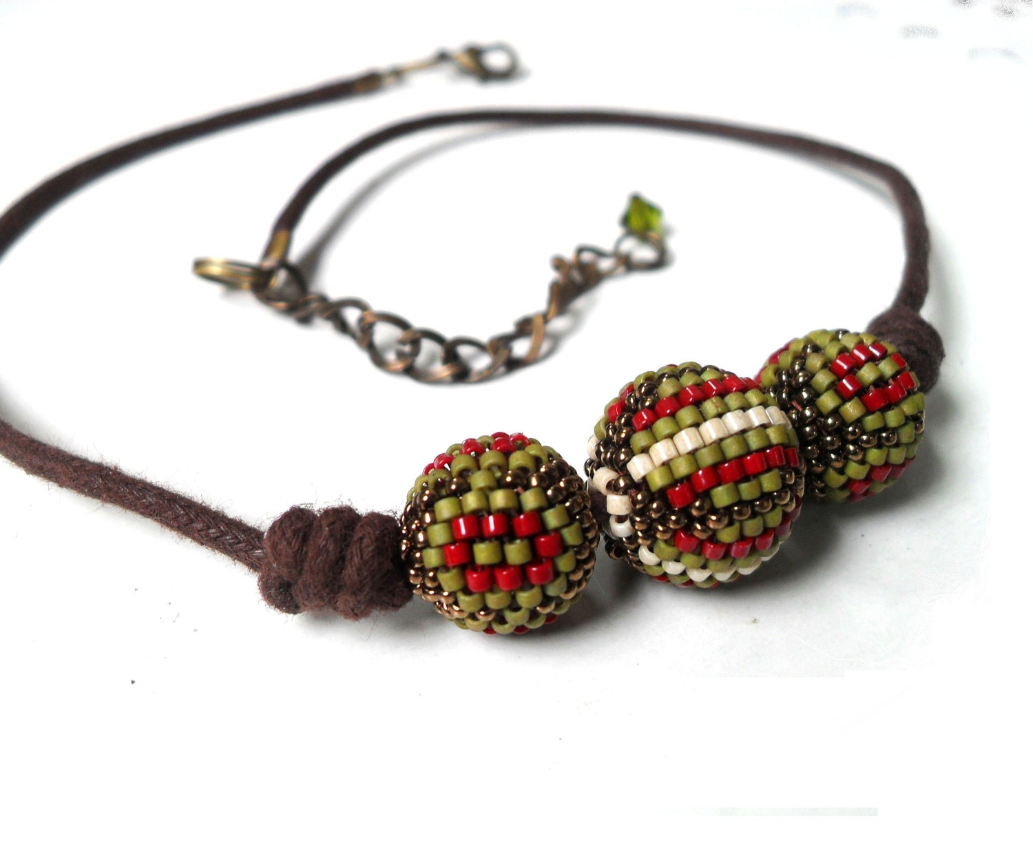 Green red necklace, beaded beads, striped balls