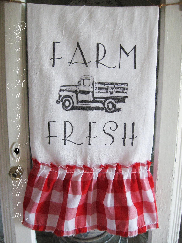 """Мука мешок Кухонное полотенце """". Farm Fresh"""" Vintage грузовик ..  Красный Gingham Ruffle ... для вашего дома, сельский дом или коттедж"""