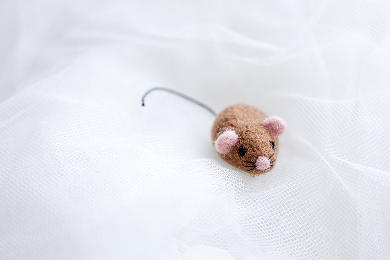 FREE SHIPPING Hand felted brooch in light brown (toffee, caramel). Felt fashion. Little mouse with pink ears. Animal. Fiber art. Nature - EttarielArt